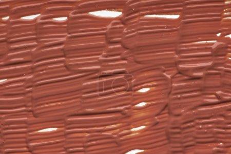 Foto de Frotis de luz maquillaje beige cremoso Fundación aislada sobre fondo blanco. Textura leve fondo cremoso amarillento aislado sobre fondo blanco - Imagen libre de derechos