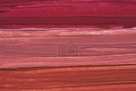 Photo pour Frottis de maquillage de brillant à lèvres isolé sur fond blanc. Texture rouge à lèvres isolée sur fond blanc - image libre de droit