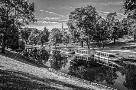 Photo pour Beau parc d'automne à Riga . - image libre de droit