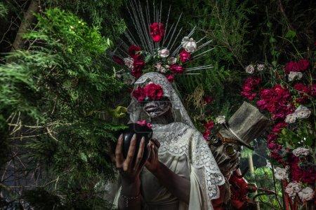 Photo pour Fabuleuse stylisation de Santa Muerte - Sainte Mort - culte religieux moderne. Photo de conte de fées. Photo de haute qualité. - image libre de droit