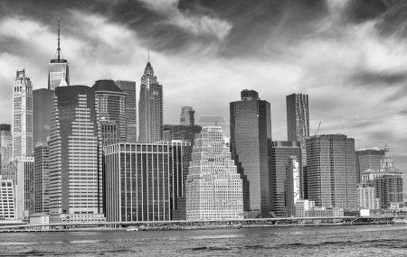Photo pour Downtown Manhattan et East River à New York . - image libre de droit
