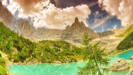Photo pour Lac Sorapiss dans les Alpes italiennes, Europe . - image libre de droit