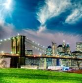 "Постер, картина, фотообои ""Нью-Йорк - Манхэттен ночью."""