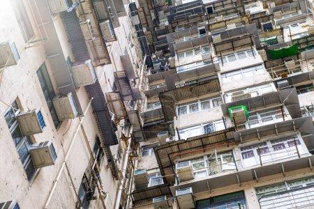 Photo pour Descendez les quartiers résidentiels de Hong Kong. Appartements résidentiels bondés. - image libre de droit