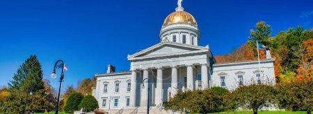Photo pour Montpelier, Vermont. Capitole par une matinée ensoleillée. - image libre de droit