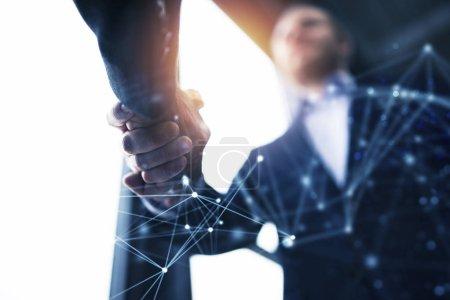 Photo pour Handshaking homme d'affaires dans le bureau avec effet réseau. concept de travail d'équipe et de partenariat. double effet d'exposition - image libre de droit