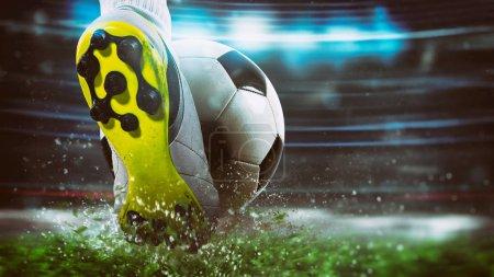 Fußballszene bei einem Nachtspiel mit Nahaufnahme eines Fußballschuhs, der den Ball mit Wucht trifft