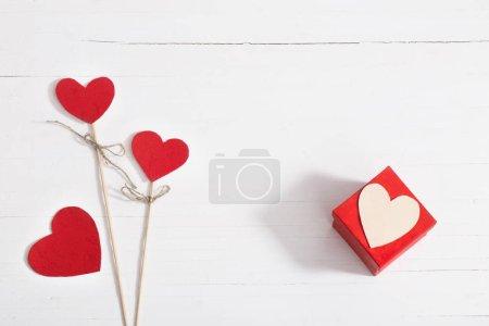 Photo pour Fond de la Saint-Valentin avec coeur rouge - image libre de droit