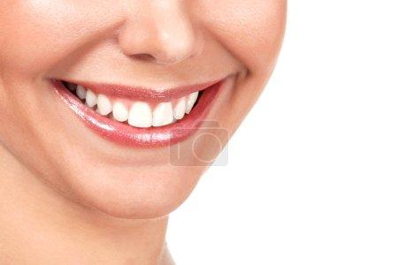 Photo pour Gros coup de beau sourire féminin, isolé sur fond blanc - image libre de droit