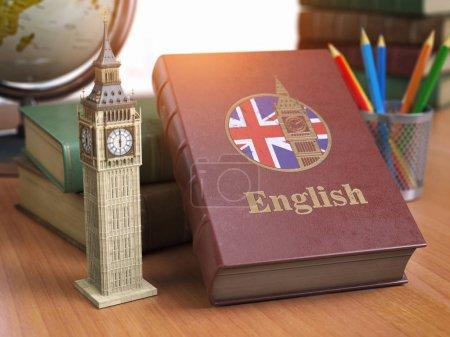 Photo pour Étudier et apprendre le concept anglais. Réservez avec le drapeau de la Grande-Bretagne et Big Ben tour sur la table. Iluustration 3D - image libre de droit
