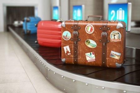 Photo pour Vieille valise vintage sur un convoyeur à bagages d'aéroport. Réclamation de bagages. Voyage et tourisme concept arrière-plan. Illustration 3d - image libre de droit