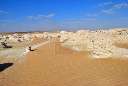 Photo pour Beau paysage désertique. Désert blanc occidental, Sahara. L'Egypte. L'Afrique. El- Khiyam. La vallée des Tentes - image libre de droit
