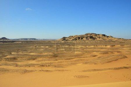 Photo pour Le paysage de désert occidental, grande dune de sable au moment du coucher du soleil, Sahara, Égypte - image libre de droit