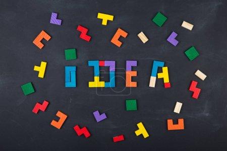 Foto de Concepto de Idea creativa empresarial - inscripción y jigsaw en la pizarra - Imagen libre de derechos