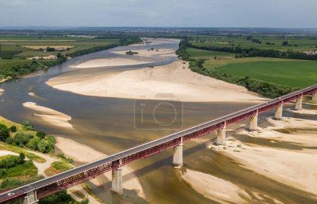 Photo pour Santarem, Portugal. Ponte Dom Luis I Pont, Tage et Leziria champs de la plaine alluviale fertile de Ribatejo. Vu du point de vue de Portas do Sol - image libre de droit