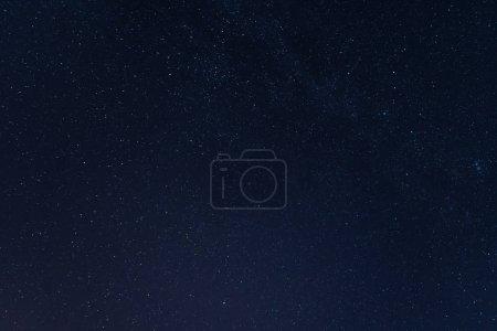 Photo pour Étoiles dans la nuit dans le ciel bleu - image libre de droit