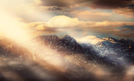 Photo pour Des conditions météorologiques magnifiques et exceptionnelles dans les montagnes - image libre de droit