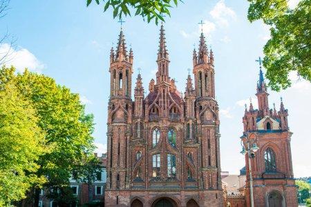Photo pour Ancienne cathédrale - église Sainte-Anne à Vilnius, Lituanie - image libre de droit