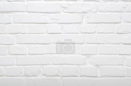 Photo pour Fond de mur en brique peint blanc authentique - image libre de droit