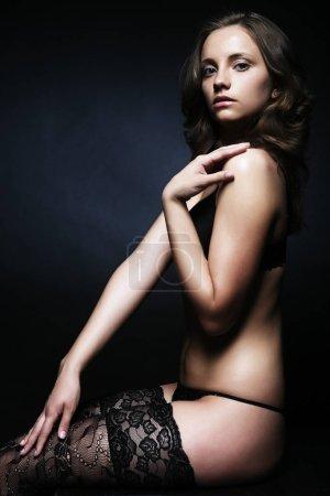 Photo pour Belle séduisante jeune femme en lingerie sexy - image libre de droit