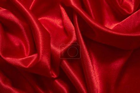 Photo pour Luxe satin rouge fond de tissu lisse pour carte d'invitation - image libre de droit