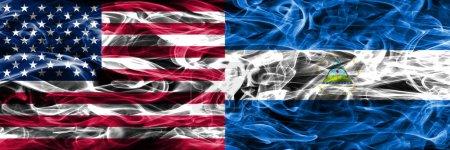 Photo pour Drapeaux de fumée des États-Unis vs Nicaragua concept placé côte à côte - image libre de droit