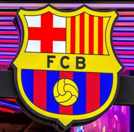 Photo pour Entrée de la boutique officielle FCB (Futbol Club Barcelona) située au Passeig de Gracia, où les bijoux architecturaux côtoient les boutiques les plus prestigieuses . - image libre de droit
