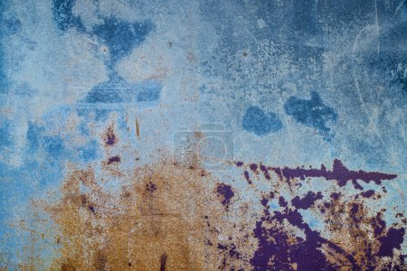 Rusty metal sheet that has acquired multiple colors and tonalities
