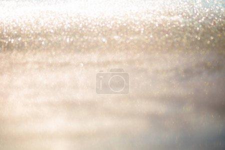 Photo pour Lumières de bokeh abstraite or scintillant avec doux fond clair - image libre de droit