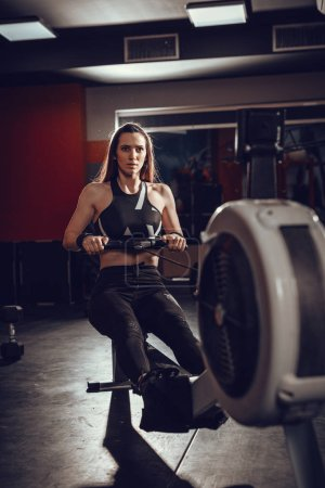 woman pulling the rowing machine