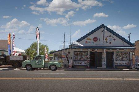 Photo pour 15 mai 2014, Williams, Arizona. Fragment de la goutte américaine historique légendaire 66, Main Street Of America - image libre de droit