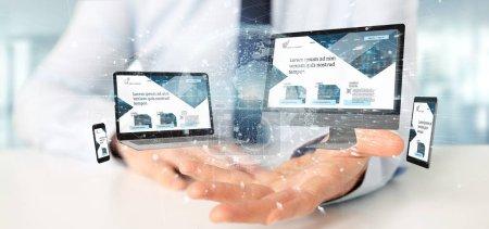 Photo pour Vue d'un homme d'affaires tenant un appareil connecté à un réseau d'affaires mondial rendu 3d - image libre de droit