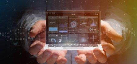 Photo pour Vue d'un homme d'affaires tenant un ordinateur portable avec des données d'interface utilisateur d'entreprise sur l'écran isolé sur un arrière-plan - image libre de droit