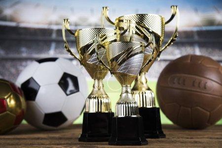 Photo pour Balles dans le sport, Trophée et concept de championnat - image libre de droit