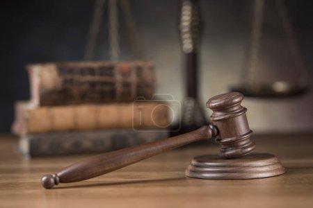 Photo pour Droit barrister bois marteau, concept de justice, concept de système juridique - image libre de droit