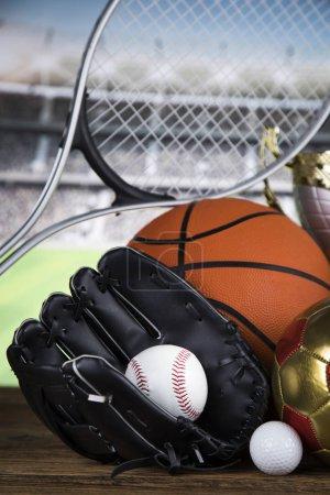 Photo pour Équipement de sport et balles fond - image libre de droit