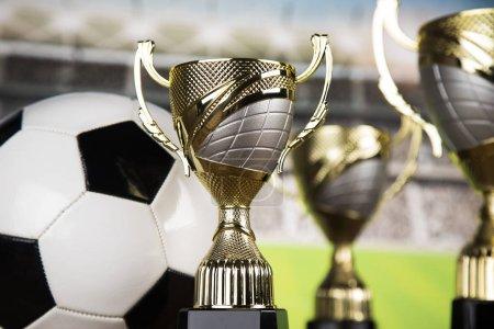Photo pour Concept primé et champion, coupe trophée sur fond de sport - image libre de droit