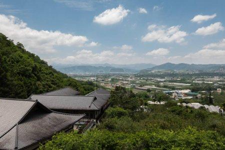 Photo pour Puli, Taiwan - 3 mai 2020 : décor du toit du temple Chengte Foshan, canton de Puli, Nantou, Taiwan - image libre de droit