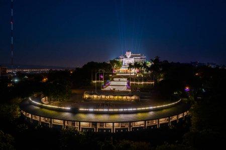 Photo pour Changhua, Taiwan - 20 janvier 2020 : vue aérienne de la grande statue de bouddha au mont Bagua, ville de Changhua, Taiwan, Asie - image libre de droit
