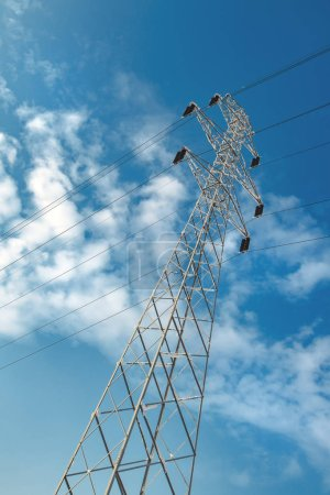 Foto de Concepto industrial pilón, potencia y energía de electricidad congelados - Imagen libre de derechos