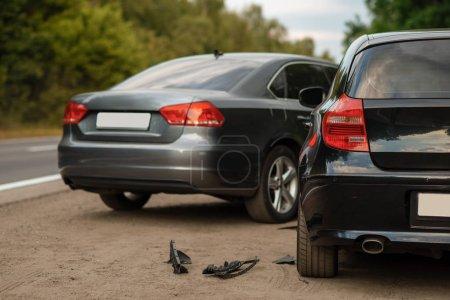 Photo pour Accident de la route, accident de voiture, personne. Voiture brisée ou véhicule endommagé, collision automobile sur route - image libre de droit