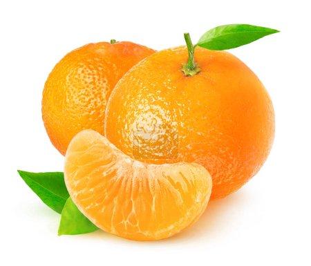 Foto de Aislado cítricos. Mandarinas en fondo blanco con trazado de recorte - Imagen libre de derechos