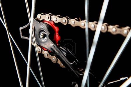 Photo pour Pièces de vélo isolées sur fond noir - image libre de droit