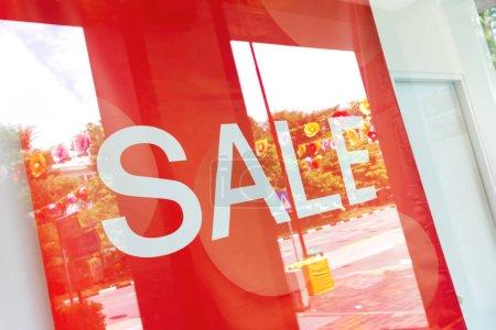 Photo pour Signe de vente shopping close up - image libre de droit