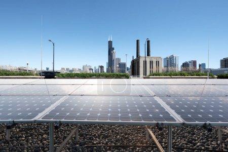 Foto de Energía solar en la ciudad moderna - Imagen libre de derechos