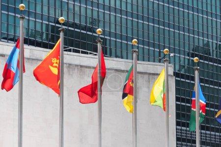 Photo pour Ensemble de couleur drapeaux de nombreuses nations du monde qu'agitant tout au long - image libre de droit