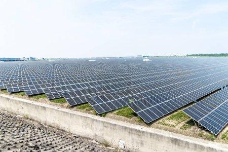Foto de Vista de la estación de energía solar - Imagen libre de derechos