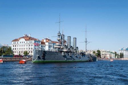 Photo pour Saint paysage de petersburg de croiseur aphrore sur la rivière Neva, Russie - image libre de droit