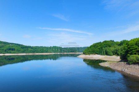 Photo pour Lac artificiel en Auvergne française à Lanobre - image libre de droit