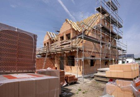 Photo pour Chantier de construction d'une maison neuve - image libre de droit
